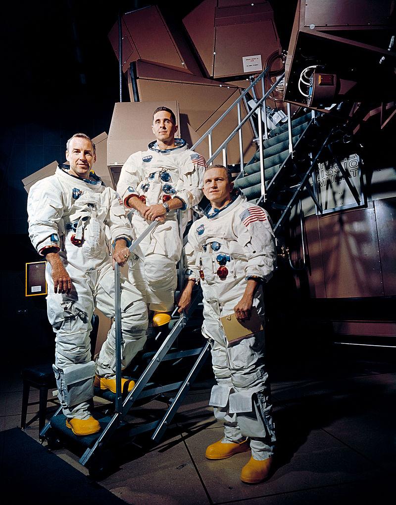 800px-Apollo_8_Crewmembers_-_GPN-2000-001125